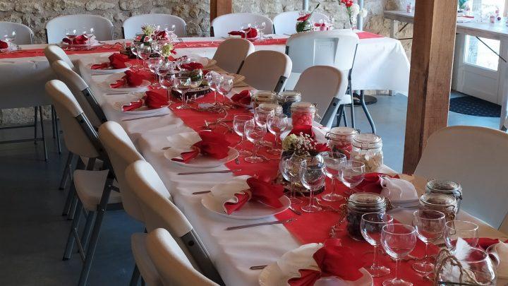une jolie table thème champêtre rouge